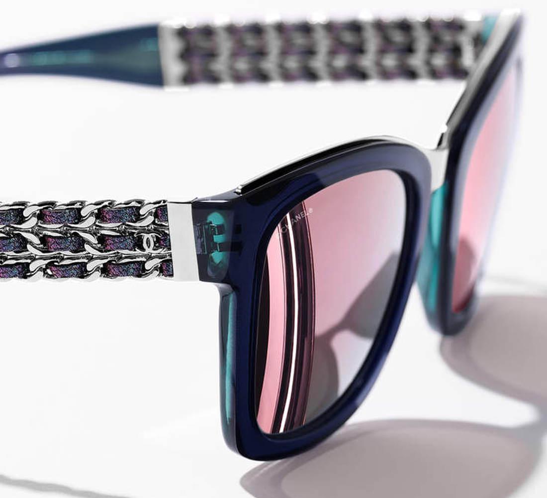 567e56a575f8a1 Prestige Chanel zonnebrillen en dé ketting